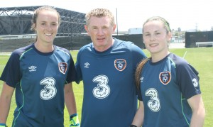 Coach Paul O'Brien with Ireland's goalkeepers Niamh Reid Burke (left) and Charlotte McCormack (right)